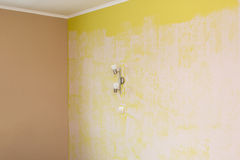 yellow wall painted with textured paint roller Royalty Free Stock Photography