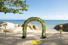 Yellow white fresh flowers beach wedding set up with rocky in th Stock Photography