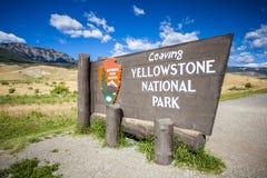 'Yellowstone Nationalpark verlassend' Zeichen Stockbilder