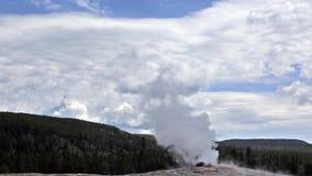 Yellowstone-Park: Alte zuverlässige Vor-Eruption stock footage