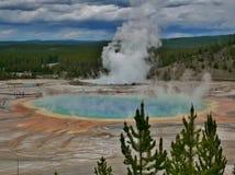 Yellowstone park narodowy, Midway gejzeru basenu graniastosłup obraz royalty free