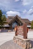 Yellowstone parka narodowego gościa edukaci Stary Wierny centrum zdjęcie stock