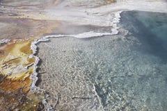 Yellowstone parkt bunte heiße Federn lizenzfreies stockfoto