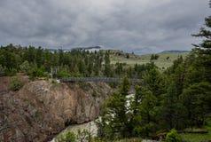 Yellowstone pustkowie i zawieszenie most obraz royalty free