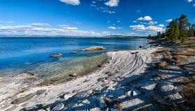 Yellowstone sjökust Arkivbilder