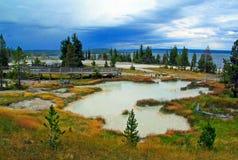 Yellowstonemeer & de Hete Lentes in de recente zomer stock foto