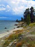 Yellowstonemeer in de recente zomer na een korte regen royalty-vrije stock afbeeldingen