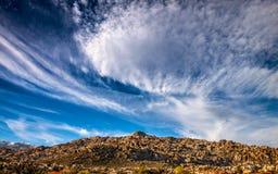 Yelmo-Berg mit Wolken stockfoto