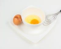 Yema de huevo en el cuenco blanco Foto de archivo libre de regalías
