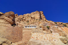 Yemen. House on the high cliff, traditional architecture in mountain village of Yemen Stock Photography