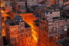 yemen Opinião da noite da cidade velha de Sanaa Fotos de Stock Royalty Free
