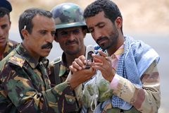 Yemeni military men talk at the security checkpoint, Hadramaut valley, Yemen. Stock Images