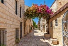 Yemin Moshe区狭窄的街道在耶路撒冷 库存图片