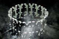 Yen oder Yuan Currency Symbol auf Spiegel und im Rauche bedeckt stockfotos