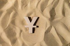 Yen Sign On la arena fotos de archivo libres de regalías
