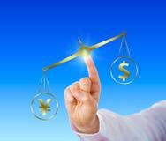 Yen Sign Outweighing The Dollar em uma escala dourada Fotos de Stock Royalty Free