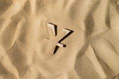Yen Symbol Under der Sand lizenzfreie stockbilder