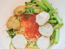 Yen Ta Fo, los tallarines de huevo con la salsa roja Foto de archivo libre de regalías