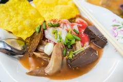Yen Ta Fo, sopa de fideos tailandesa de los mariscos del estilo Foto de archivo libre de regalías