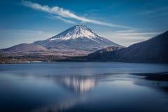 Yen View 1000 av sjön Motosu royaltyfri bild