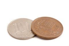 110 yenes, imposición fiscal del 10% en moneda japonesa Imagenes de archivo