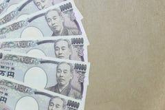 Yenes japoneses en fondo del papel marrón Imágenes de archivo libres de regalías