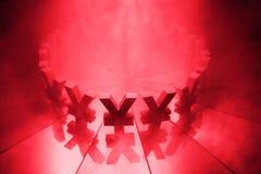 Yenes o Yuan Currency Symbol en el espejo y cubiertos en humo imagen de archivo