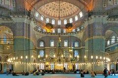 Yeni清真寺内部在伊斯坦布尔,土耳其 免版税图库摄影