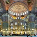 Yeni清真寺内部在伊斯坦布尔,土耳其 免版税库存照片