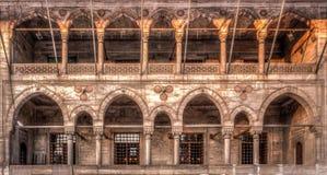 Yeni Cami侧面墙在伊斯坦布尔,土耳其 库存照片
