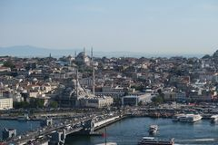 Yeni meczet, Złoty róg i Galata most z Bosphorus w Istanbuł, Turcja obrazy royalty free