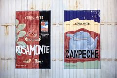 Yerba kompis som annonserar i Corrientes, Argentina royaltyfri bild
