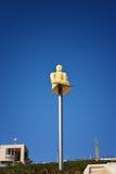 Yerevan, Armenië - 26 September 2016: De moderne mens van de de lantaarnzitting van het kunststandbeeld dichtbij Cascade, reuzetr Royalty-vrije Stock Fotografie