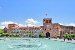 YEREVAN, ARMENIA - MAGGIO 2016: fontana su un quadrato centrale Fotografia Stock Libera da Diritti