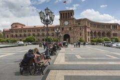 YEREVAN ARMENIA, MAJ, - 2, 2016: Rządowy dom Trzyma Fotografia Royalty Free