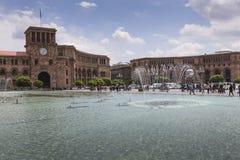 YEREVAN ARMENIA, MAJ, - 2, 2016: Rządowy dom Trzyma Obraz Stock