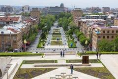 YEREVAN ARMENIA, MAJ, - 02, 2016: Widok od kaskady która jest Gian Zdjęcie Stock