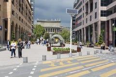 YEREVAN ARMENIA-MAY 02: Norr aveny i Yerevan på Maj 02, 2016 Arkivfoton