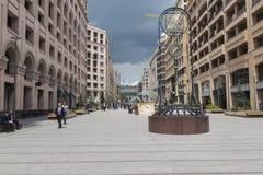YEREVAN ARMENIA-MAY 02: Norr aveny i Yerevan på Maj 02, 2016 Fotografering för Bildbyråer