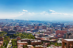 Yerevan, Armenia - 26 settembre 2016: Una vista di Yerevan dal complesso della cascata nel giorno soleggiato e vista sull'Ararat Fotografie Stock