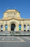 Yerevan, Armenia, Wrzesień, 06, 2014 Armeńska scena: Ludzie chodzi blisko Krajowego historii muzeum Armenia Obrazy Royalty Free