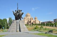 Yerevan, Armenia, Wrzesień, 06, 2014 Armeńska scena: Stacja kolejowa w Yerevan i zabytek David Sasunsky Obraz Royalty Free