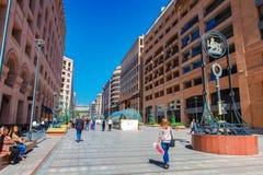 Yerevan, Armenia - 26 Wrzesień, 2016: Północna aleja - zakupy pieszy streen w centrum miasta Yerevan Fotografia Stock