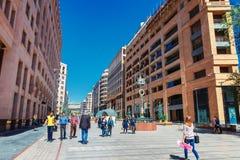 Yerevan, Armenia - 26 Wrzesień, 2016: Północna aleja - zakupy pieszy streen w centrum miasta Yerevan Zdjęcie Stock