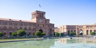 Yerevan Armenien - Juni 15, 2015: Republikfyrkanten är den centrala stadfyrkanten i Yerevan Arkivfoto