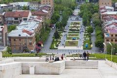 YEREVAN ARMENIEN - MAJ 02, 2016: Sikt från kaskaden som är gian Royaltyfri Bild