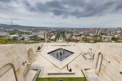 YEREVAN ARMENIEN - MAJ 02, 2016: Sikt från kaskaden som är gian Fotografering för Bildbyråer