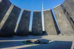 Yerevan Tsitsernakaberd Armeńskiego ludobójstwa Pamiątkowy Powikłany płomień fotografia stock