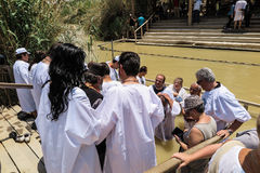 YERICHO, ISRAËL - 14 JUILLET 2014 : Miej de Jordanu W de wodach de Chrzest W Photos stock