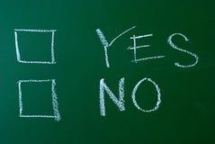 YES oder NR. auf einer Tafel Stockbilder